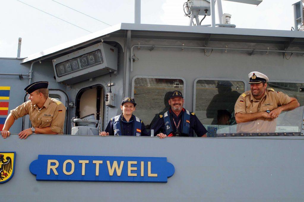 """Figura 10: Fernando Mendizábal y Anita Sánchez en el buque de guerra alemán """"Rottweil"""" (Foto facilitada por Anita Sánchez)"""