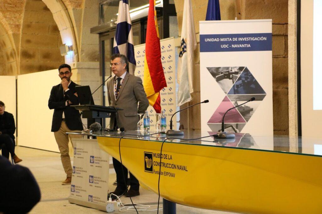 Figura 7: Juan Ignacio Silvera durante una ponencia en Exponav en diciembre 2019 (Fuente: Unidad Mixta de Investigación UDC – Navantia)