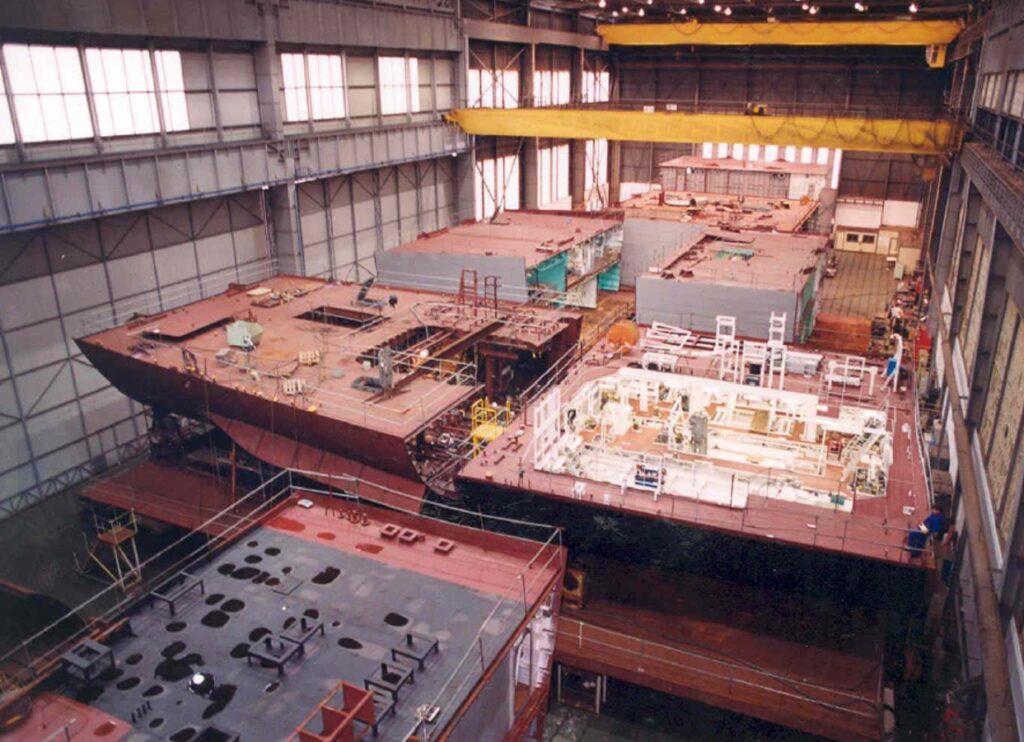Figura 4: Unión de dos bloques de un buque en Ferrol (Fuente propia. Año 1996)