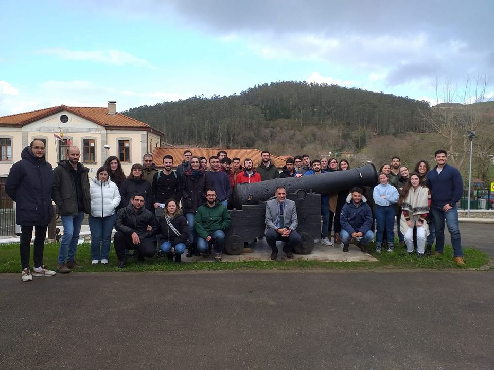 Figura 12: Alumnos de Ingeniería naval de Ferrol visitando el museo de la Cavada