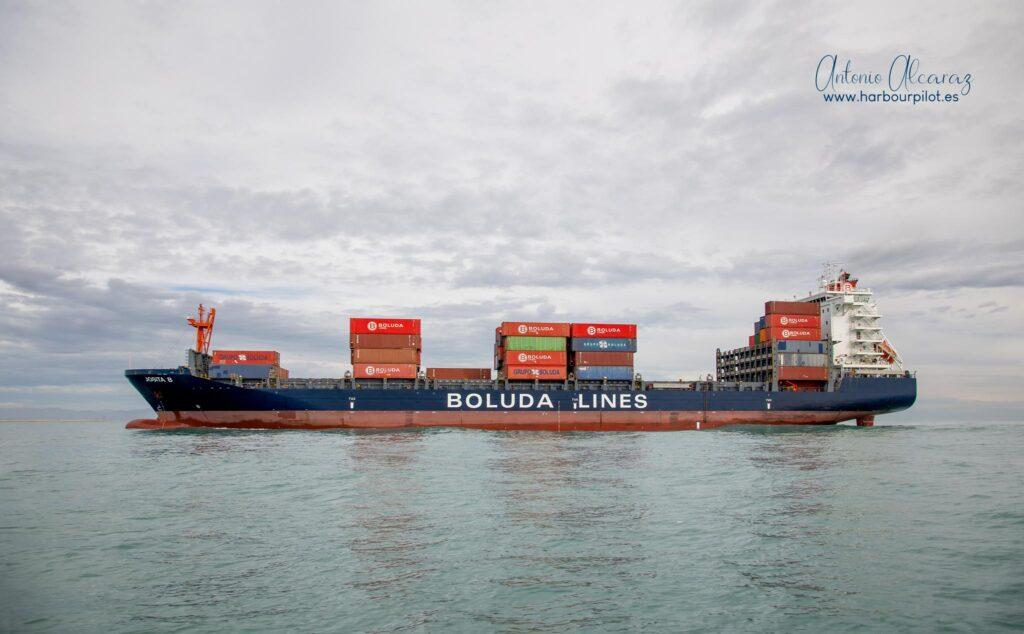 """Figura 6: Buque portacontenedores español """"Josita B"""" entrando en el puerto de Valencia el 07/11/20 (Foto facilitada por Antonio Alcaraz de """"www.harbourpilot.es"""")"""