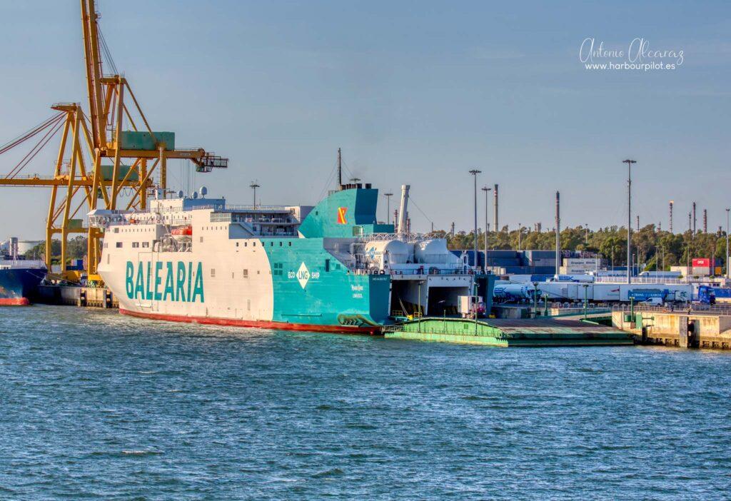 """Figura 8: Buque de pasaje de Balearia """"Marie Curie"""" atracado en el muelle Sur del puerto de Huelva el 08/11/20 (Foto facilitada por Antonio Alcaraz de """"www.harbourpilot.es"""")"""