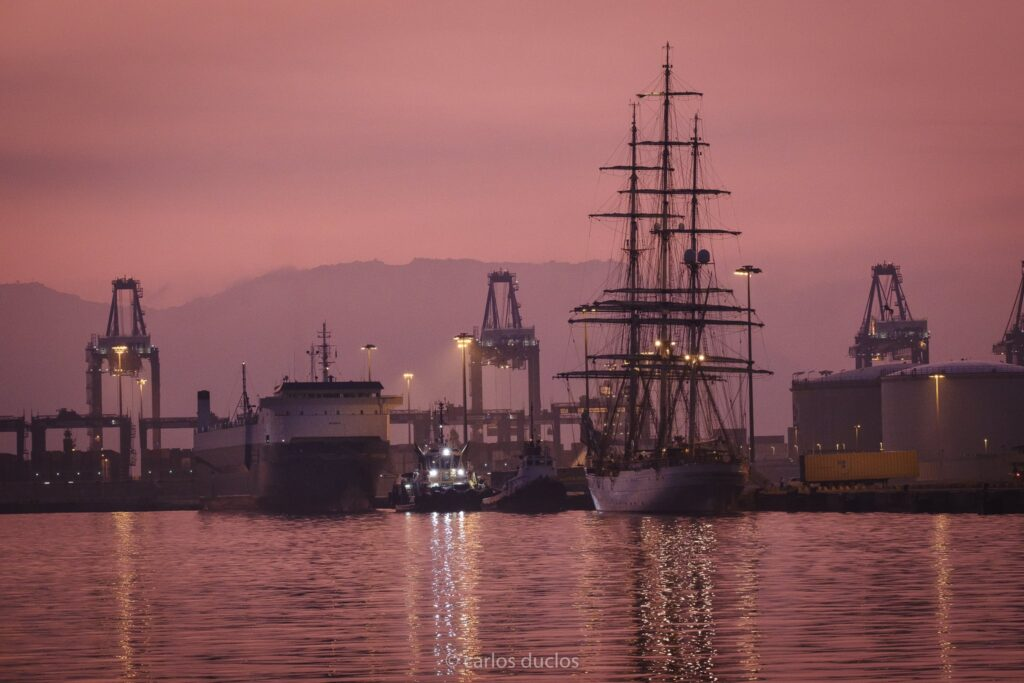 Figura 4: Alumbrado nocturno del puerto (Fuente: Carlos Duclos)