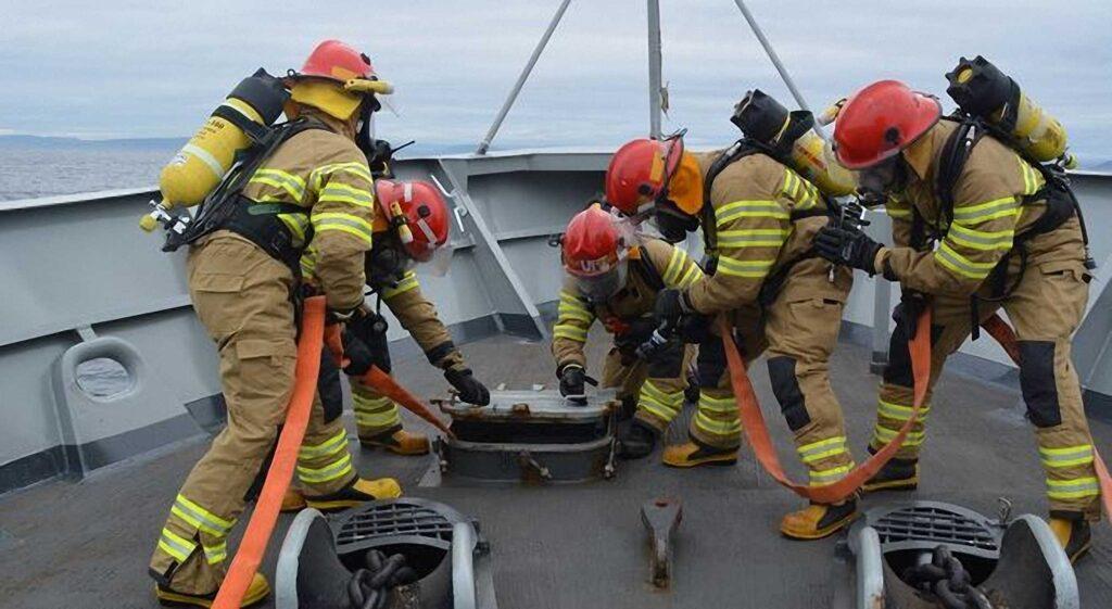 Figura 5: Ejercicio en un acceso del patrullero Centinela (Fuente: Armada)