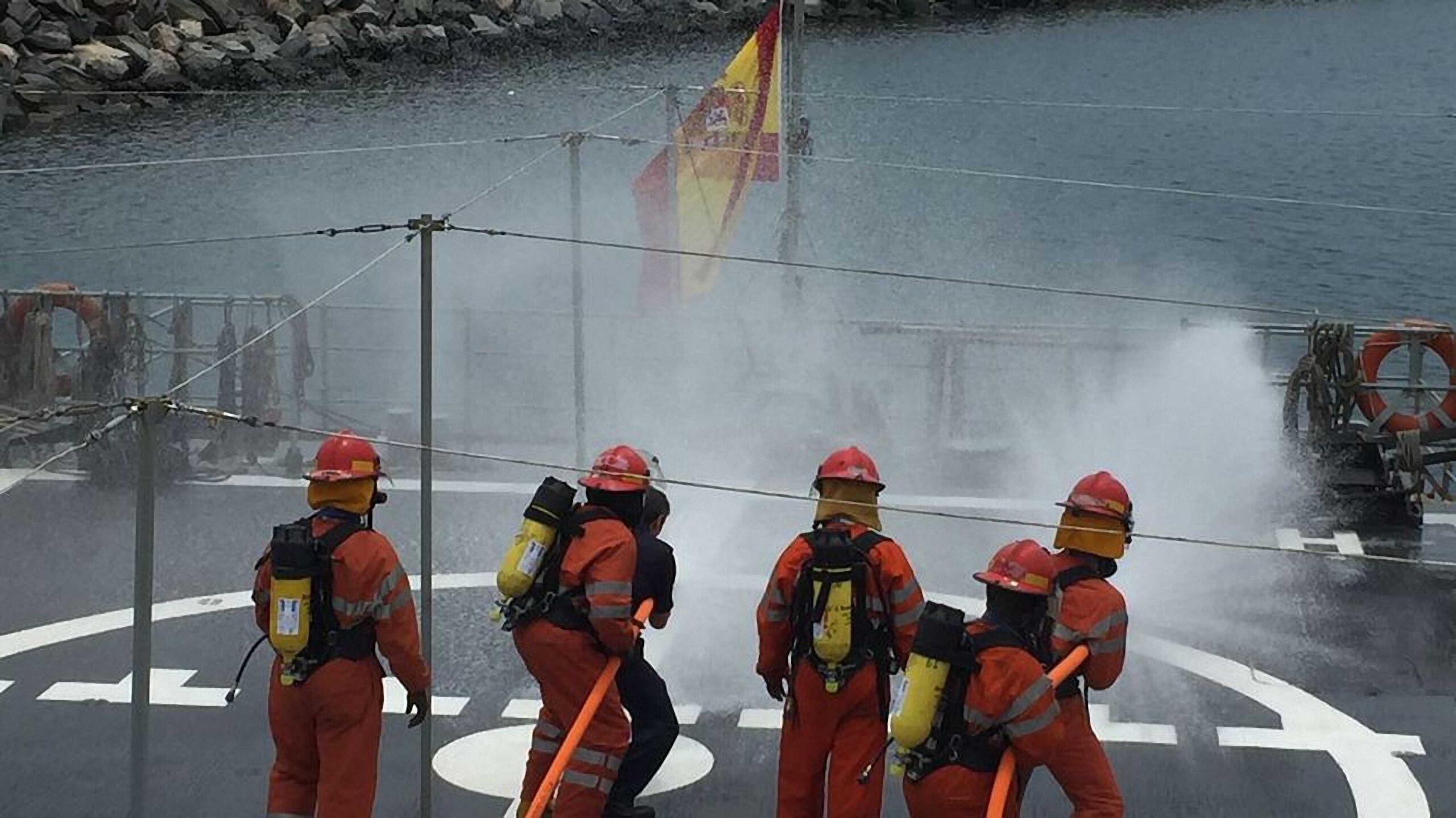 Figura 6: Ejercicio contraincendios en el patrullero Centinela (Fuente: Armada)