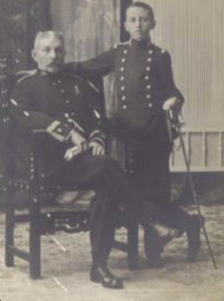 Figura 4: Francisco Fernández Brieva, con su hijo, un joven llamado Áureo Fernández Ávila (Foto facilitada por: Áureo Fernández-Ávila Casas)