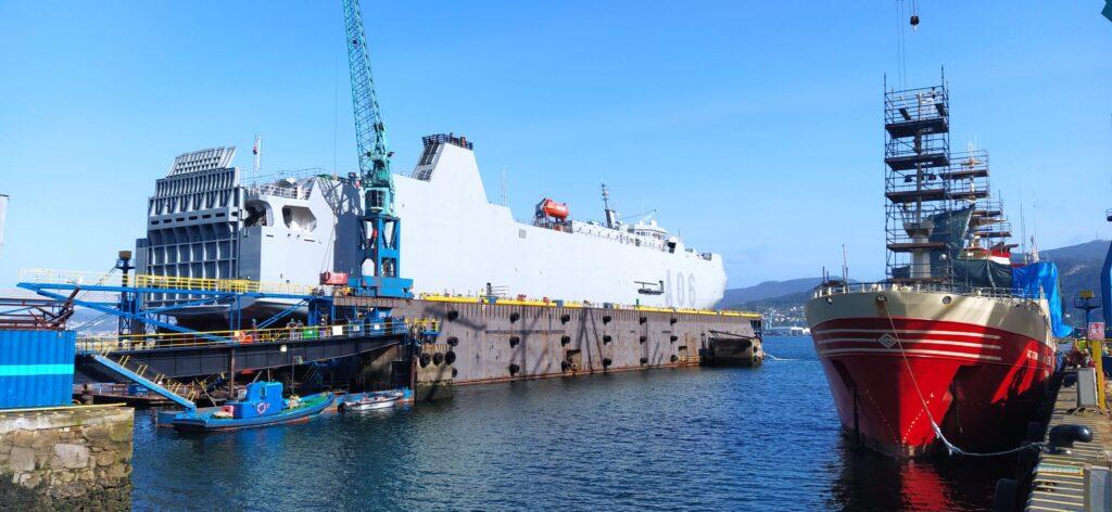 """Figura 1: Transformación del """"Galicia"""" en el """"Ysabel"""" tras su pintado de gris naval (Fuente: """"MetalSHIPS & Docks"""")"""