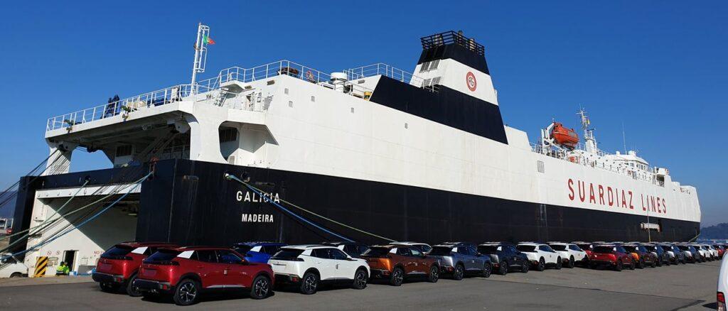 """Figura 7: El """"Galicia"""" enarbolando la bandera de Madeira (Fuente: Faro de Vigo)"""